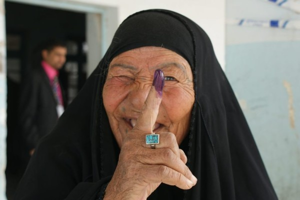 Iraqi woman voting