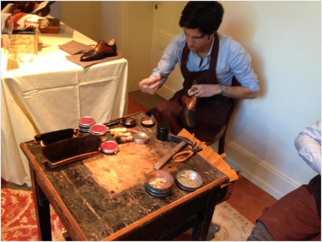 A leather artisan at La Scuola del Cuoio-page-001